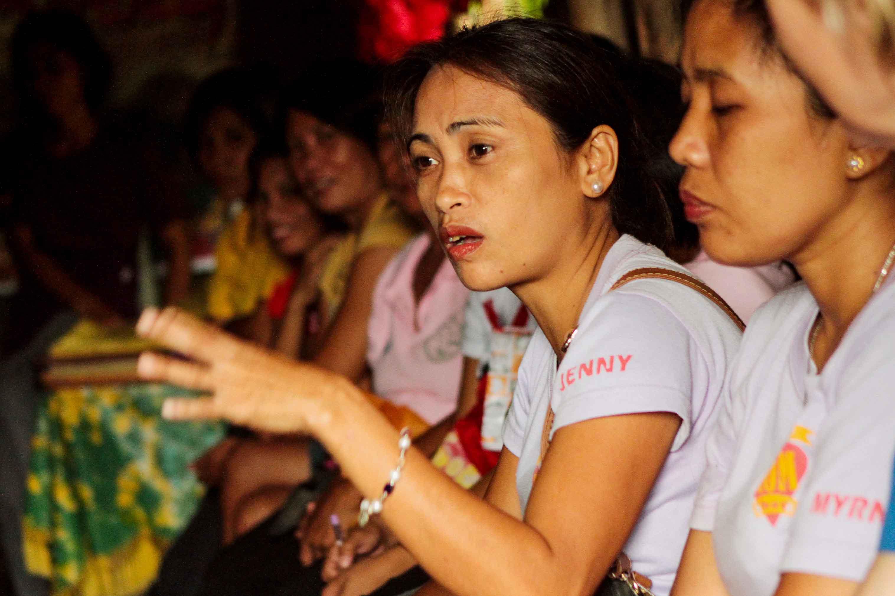 Engagierte Diskussionen bei einem Selbsthilfegruppen-Treffen in den Philippinen