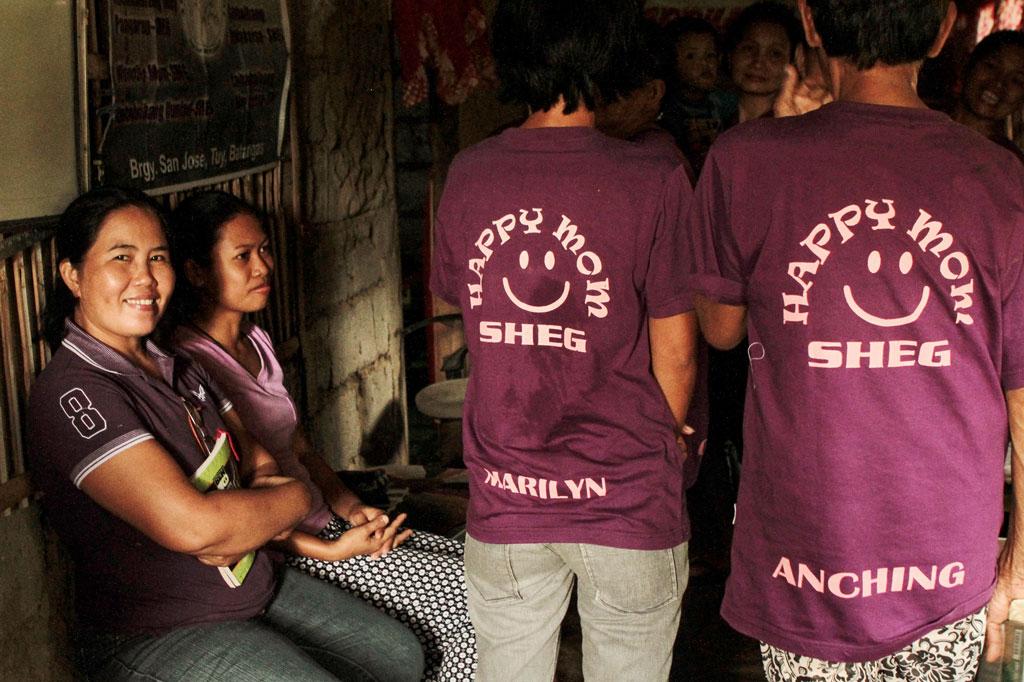 """Selbsthilfegruppen: Die """"Happy Moms"""" haben sogar eigene T-Shirts drucken lassen"""