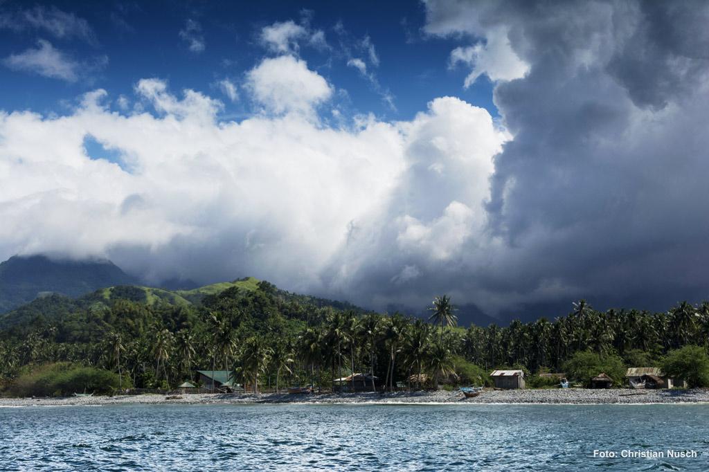 Philippinen: Bedrohlich ziehen sich die Wolken zusammen - ein Taifun kündigt sich an. (Foto: Christian Nusch)