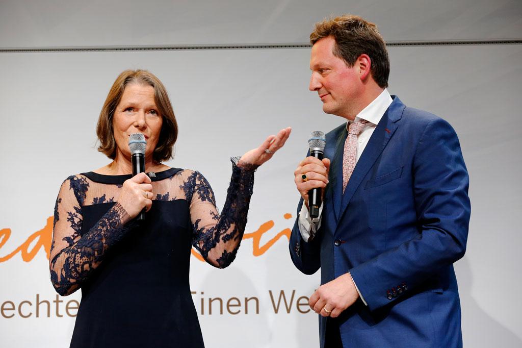 Medienpreis-Schirmherrin Christina Rau und Moderator Eckart von Hirschhausen