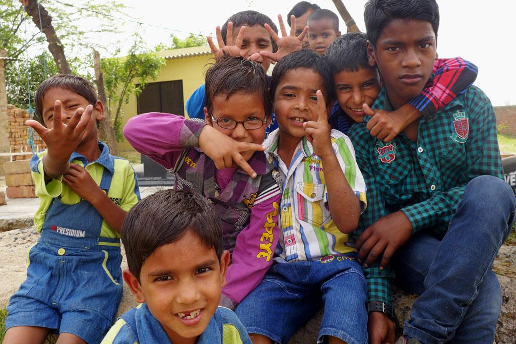 Müllsammler: Sie können wieder lachen, weil sie eine Zukunft haben: HIV/Aids-infizierte Jungen in einem Hostel unserer Partnerorganisation Deepti Foundation