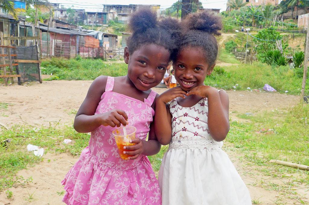 Nachbarschaftsinitiative: Andressa und ihre Freundin kennen kein anderes Zuhause als die Favela.