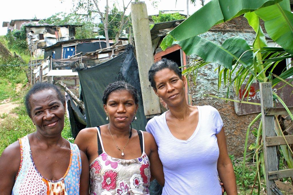 Nachbarschaftsinitiative: Rita und die anderen Frauen aus der Leitung der MST-Movimiento Sem Terra Gruppe (Foto: J. Schübelin)