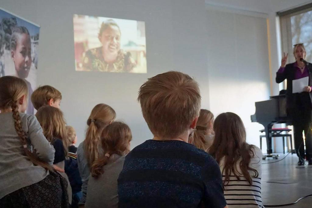 Lesung mit Kindern im gemeindezentrum der Jakobi-gemeinde in Krichrode