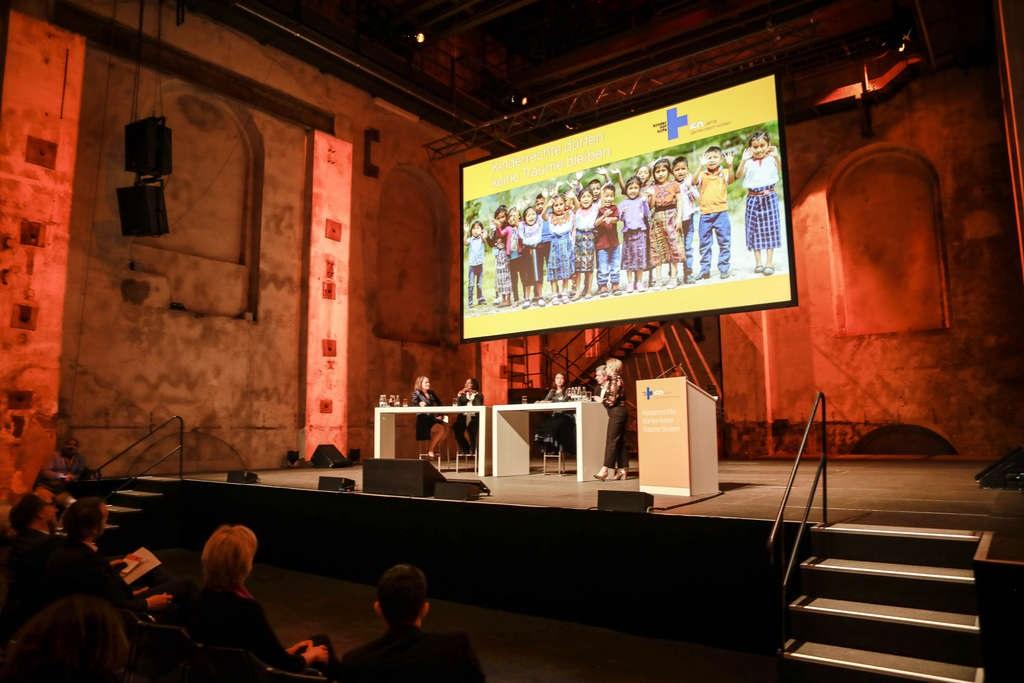 Talkrunde bei der Jubiläumsveranstaltung. (Quelle: Ralf Krämer)