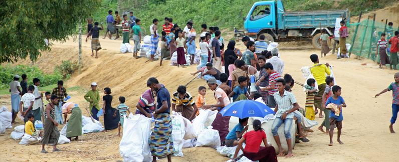 Nahrungsmittelverteilung an geflüchtete Rohingya