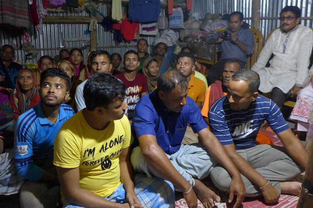 Dorfbewohner in Bangladesch berichten von den Folgen, die das benachbarte Flüchtlingslager für ihr tägliches Leben bedeutet