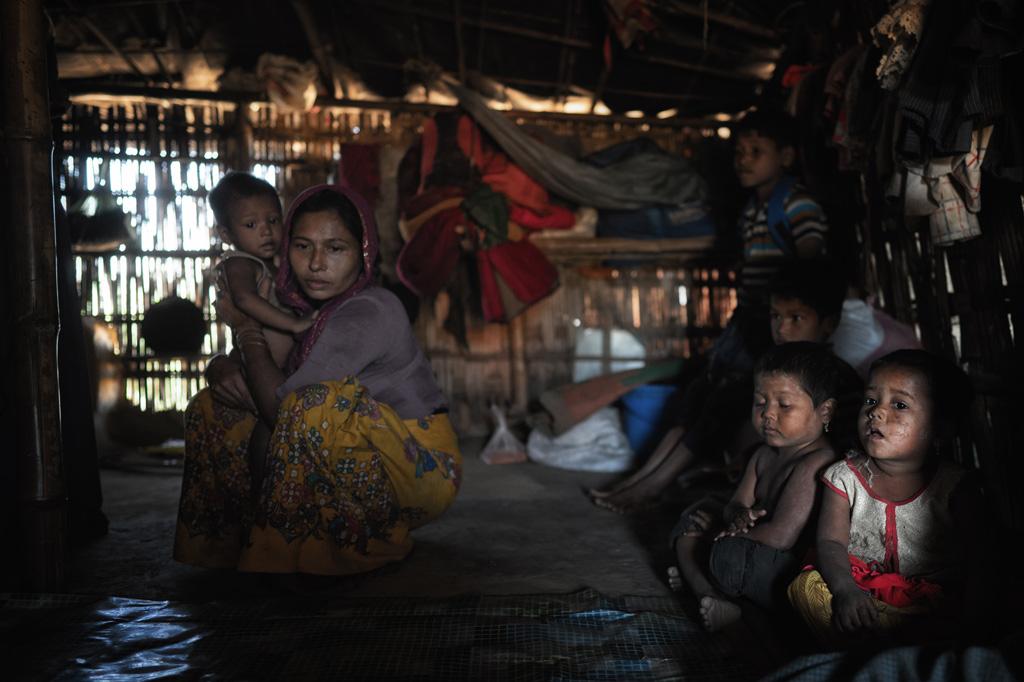 Rohingya Familie im Geflüchtetencamp Kutupalong in Bangladesch