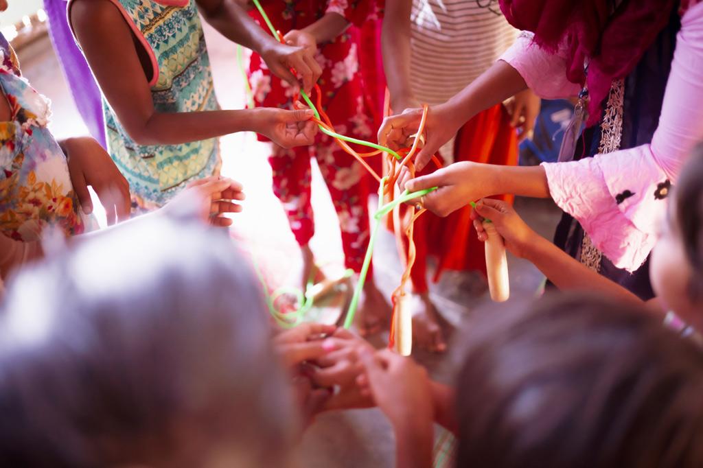 Kinderhände beim Spiel
