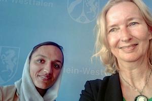 Zarifa Ghafari beim Fotoshooting in der nordrhein-westfälischen Staatskanzlei