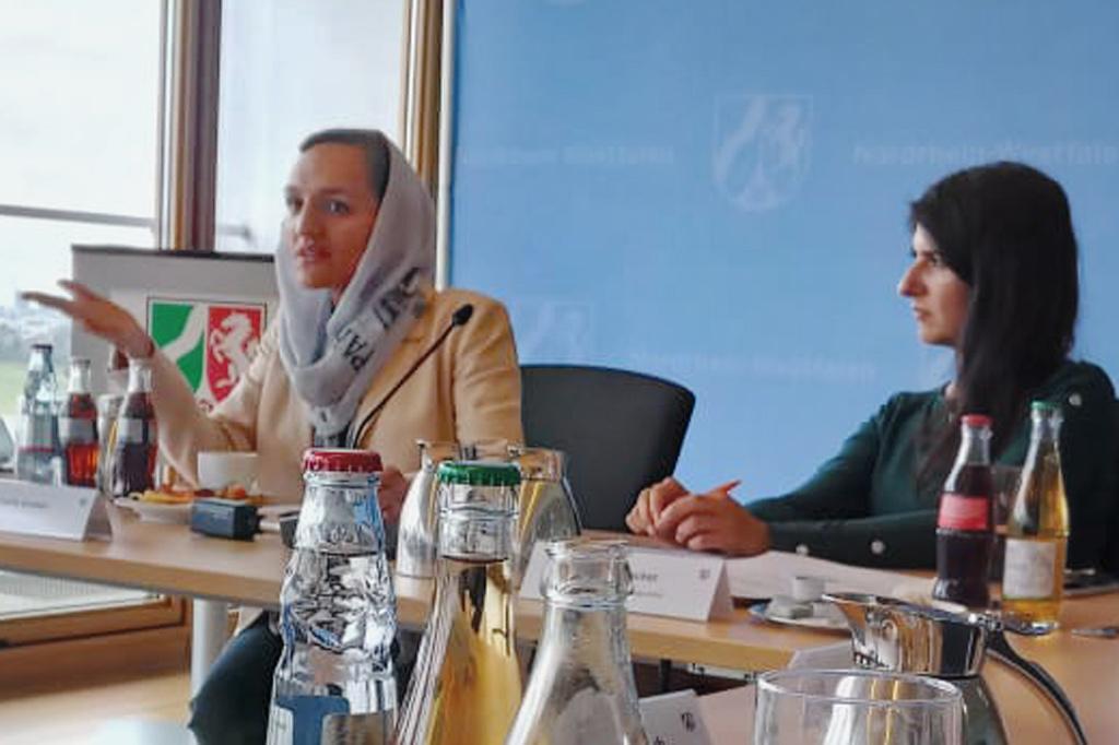 Zarifa Ghafari, Politikerin aus Afghanistan, beim Gespräch in der nordrhein-westfälischen Staatskanzlei